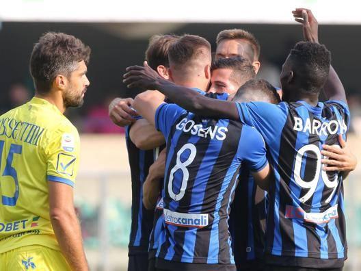 L'Atalanta esulta per il gran gol di Ilici che è valso il raddoppio nel primo tempo. ANSA