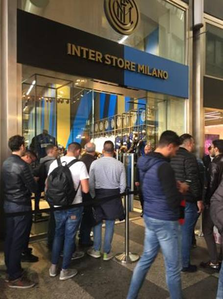 Shopping pre-partita all'Inter Store di Galleria Passarella