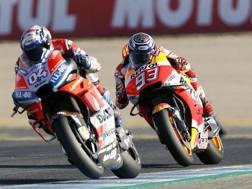 Andrea Dovizioso e Marc Marquez. Epa