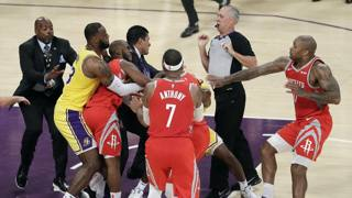 Lakers-Houston: rissa con tre espulsi!