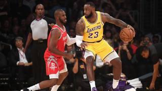 Duello Chris Paul-LeBron James. Afp
