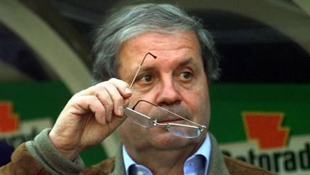 Eugenio Fascetti è nato il 23 ottobre 1938, dopo una lunga carriera sul campo è stato opinionista televisivo. Ap