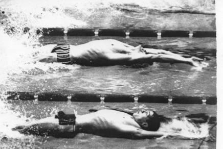 In primo piano Roland Matthes, oggi anni 67 anni, nella finale dei 100 dorso ai Giochi di Messico 1968 UPI