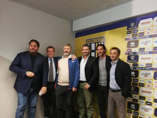 Cambia il vertice societario del Parma: da sinistra Faggiano, Malmesi, Pizzarotti, Ferrari, Lucarelli e Carra.