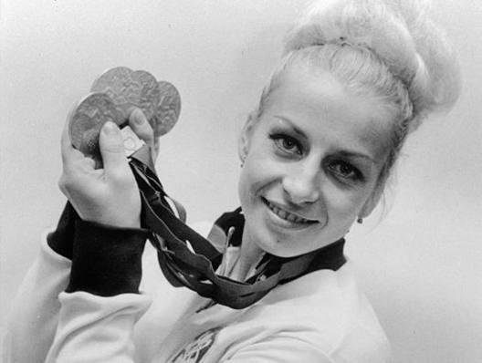 Vera Caslavska con le 4 medaglie vinte a Messico 1968. Ap