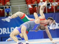 Fabio Parisi in azione contro il bielorusso Kuliyeu nei -87 kg della greco-romana
