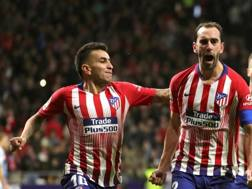 Diego Godin, 32 anni, festeggia il vantaggio dell'Atletico Madrid. Epa