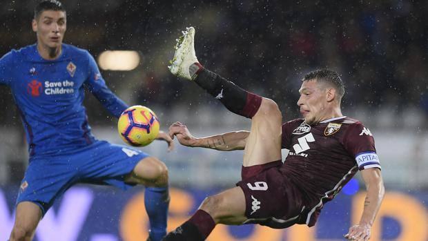 Un'azione del match disputato sotto la pioggia a Torino. Lapresse