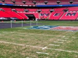 Lo stadio Wembley con il logo della Nfl sul terreno di gioco. Da Twitter