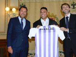 Ronaldo, 42 anni, alla presentazione come nuovo azionista di maggioranza del Valladolid. Epa