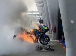 La moto di Alex Rins in fiamme MCN sport