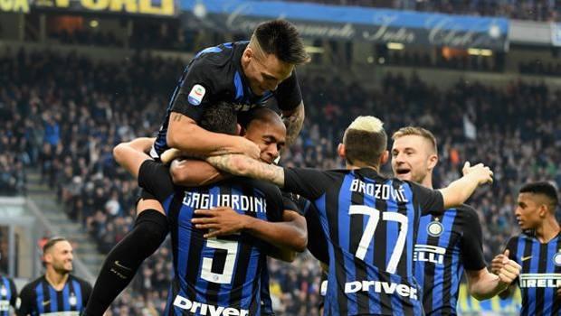 I nerazzurri festeggiano il terzo gol di Gagliardini. Getty