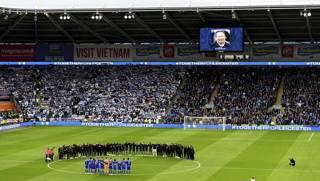 Lacrime e  vittoria: il Leicester ricorda Vichai