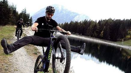 Peter Sagan, 28 anni, in sella alla sua Mountain Bike. Instagram petosagan