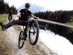 Peter Sagan, 28 anni, in sella alla sua Mountain Bike. Instagram petosagan