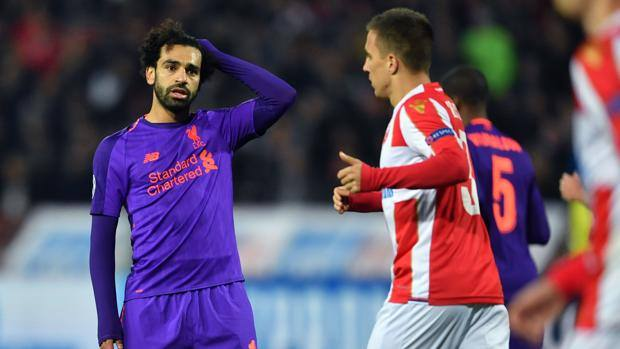 Mohamed Salah si dispera per la sconfitta del suo Liverpool a Belgrado. Getty