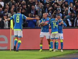 L'eultanza dei giocatori del Napoli dopo il gol di Insigne. Lapresse