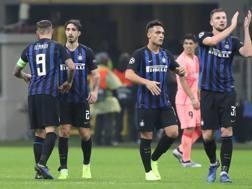 I giocatori dell'Inter festeggiano dopo il pari con il Barcellona. Getty