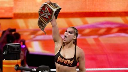 Ronda Rousey, campionessa femminile di Raw