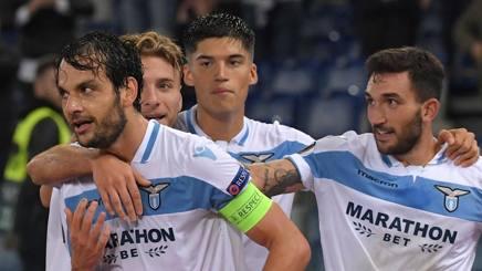 I giocatori della Lazio esultano per il gol dell'1-0. Afp