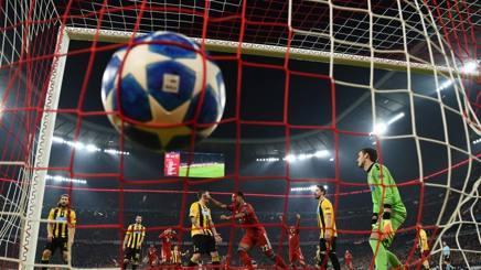Il pallone della Champions gonfia la porta dell'Aek. Getty