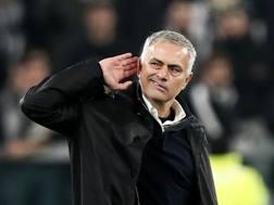 José Mourinho aizza i tifosi bianconeri dopo la rimonta dello United. Getty