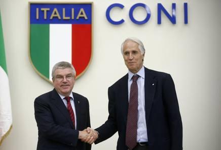 Thomas Bach, presidente Cio, e Giovanni Malagò, presidente Coni, nell'incontro di questa mattina a Roma LAPRESSE