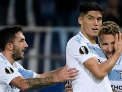 Correa abbracciato dai compagni durante il match di Europa League contro il Marsiglia . Getty