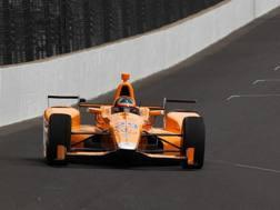 Alonso in un test per la 500 Miglia Indy