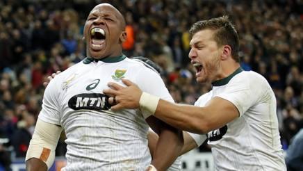 Bongi Mbonambi festeggia la vittoria del Sudafrica a Parigi. Ap