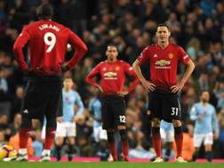 I giocatori dello United, sconsolati dopo la sconfitta nel derby contro il City. Getty