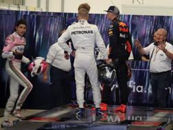 Verstappen si scaglia su Ocon (a sin) per l'incidente in pista. Lapresse