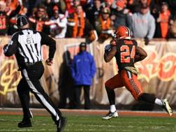 Nick Chubb, dei Cleveland Browns, verso il touchdown contro Atlanta. Afp