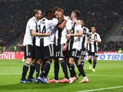 L'esultanza della Juve dopo il gol di Mario Mandzukic a Milano. Getty