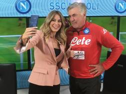 Diletta Leotta e Carlo Ancelotti: selfie al termine dell'intervista