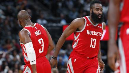 Chris Paul e James Harden.Afp