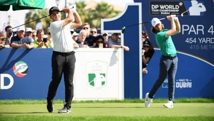 Francesco Molinari (a sinistra) e Tommy Fleetwood sul green di Dubai GETTY