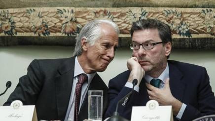 Giovanni Malagò, presidente Coni, con Giancarlo Giorgetti, sottosegretario alla Presidenza del Consiglio. Ansa