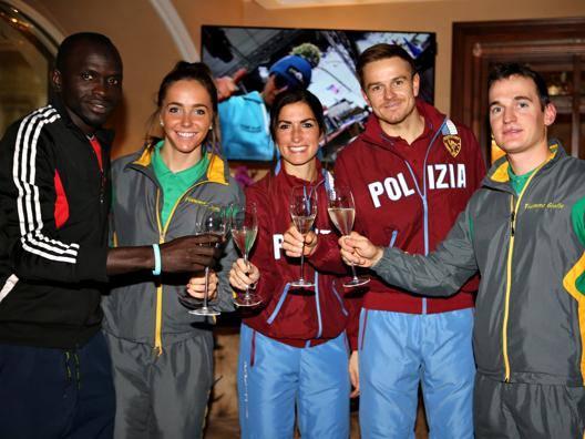 Ousman Jaiteh (Gambia) che gareggia nella Marcialonga running, e i fondisti azzurriCaterina Ganz, Ilaria Debertolis, Didi Noeckler e Giandomenico Salvadori. Newspower