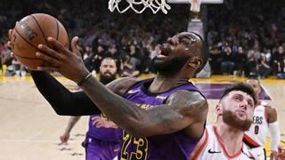 LeBron James in una partita contro i Blazers. AP