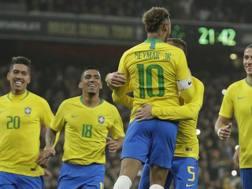 La festa del Brasile, vincitore sull'Uruguay. Ap