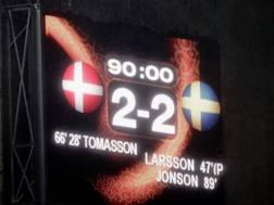 Euro 2004: il tabellone con il risultato al termine di Danimarca-Svezia