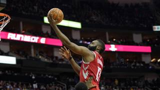 James Harden, leader di Houston, a canestro contro Golden State AP