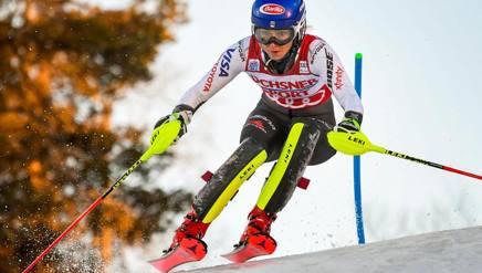 Mikaela Shiffrin in azione sulla pista di Levi. Epa