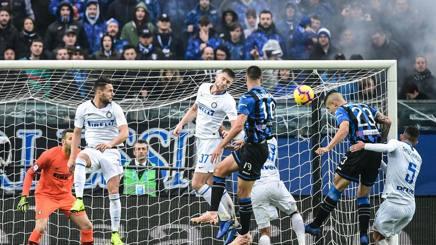 Il gol di Gianluca Mancini contro l'Inter. AFP