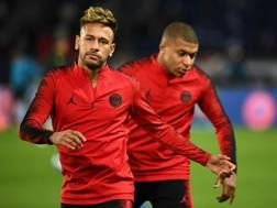 Neymar Junior e Kylian Mbappé. AFP