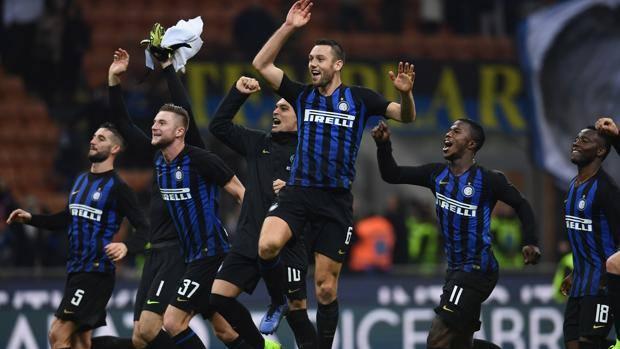 I nerazzurri festeggiano la vittoria contro il Frosinone. Getty
