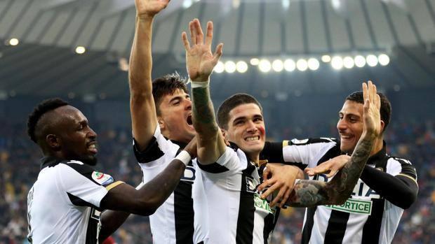 I giocatori dell'Udinese esultano dopo il gol dell'1-0. Ansa