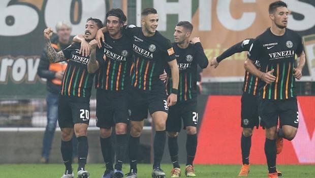 La festa del Venezia dopo il secondo gol di Di Mariano. LaPresse