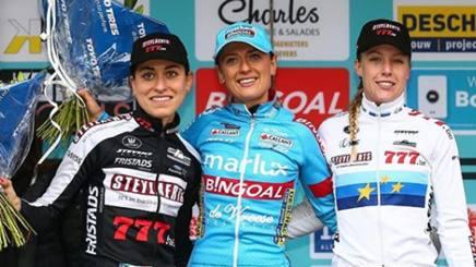 Alice Arzuffi (a sin.) sul podio con Betsema e Worst. Instagram alicemarzuffi